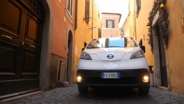 Nissan eNV200 driving in Rome 27 ธ.ค. 2561