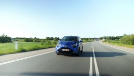 Toyota Aygo in Blue Driving Video 25 ต.ค. 2561