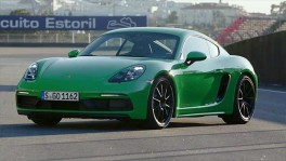 The new Porsche 718 Cayman GTS 4.0 at the track Design in Phyton Green