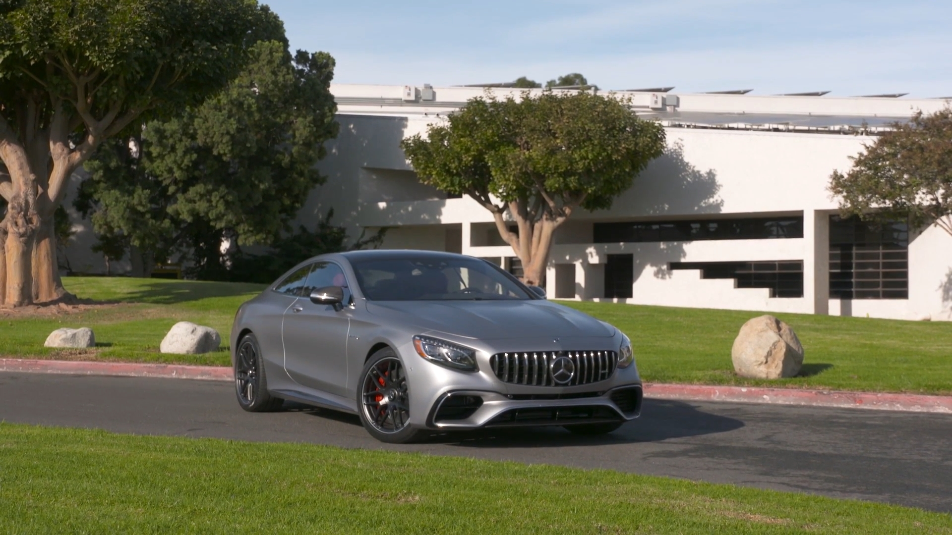The new Mercedes AMG S 63 4MATIC Coupe Exterior Design in Grey magno