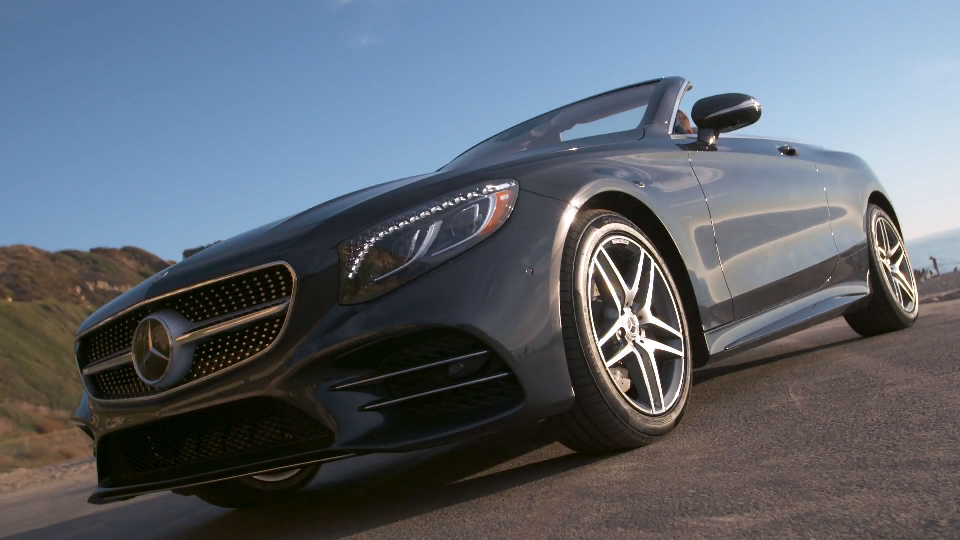 The new Mercedes Benz S 560 Cabriolet in Blue metallic Driving Video