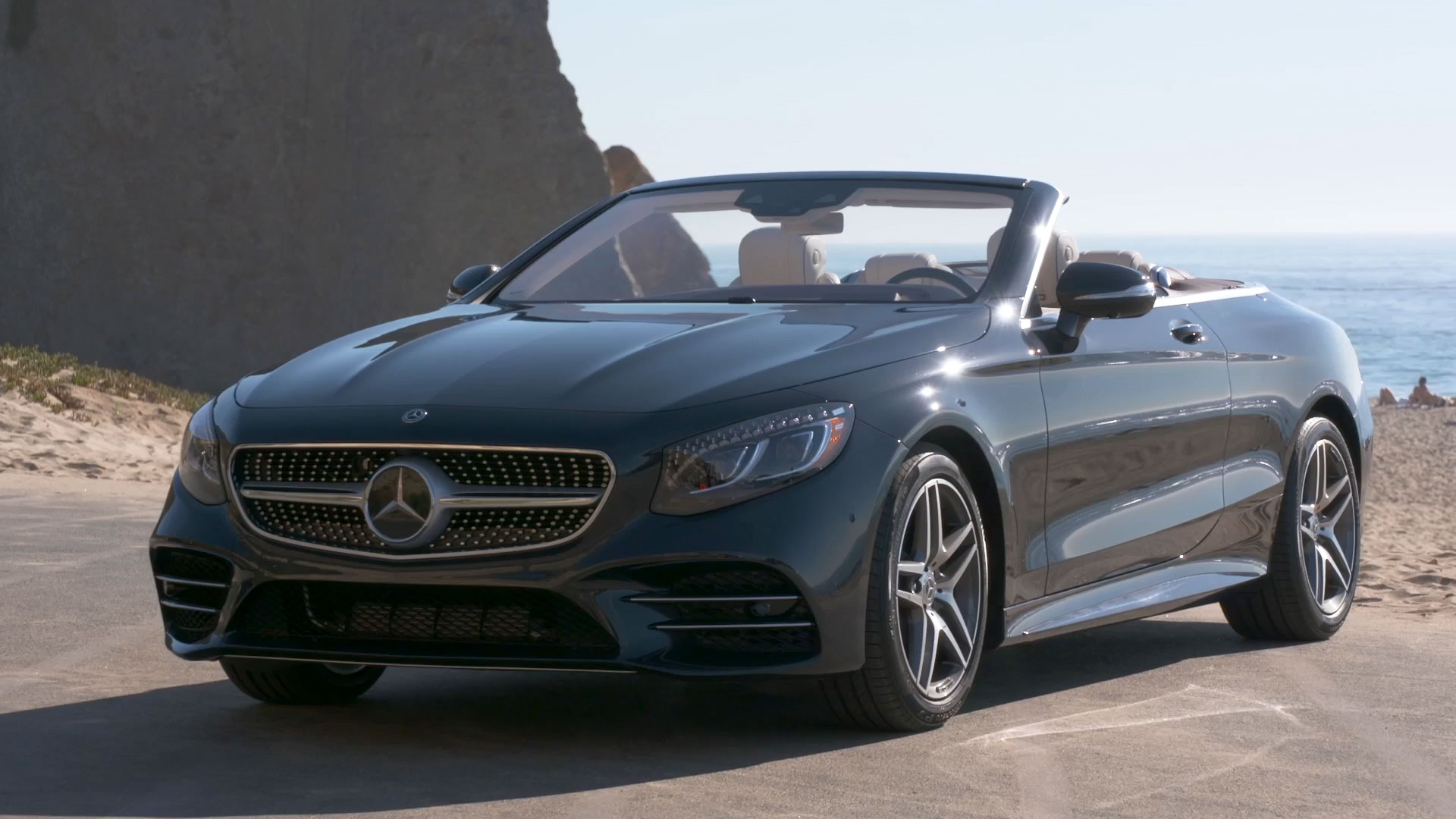 The new Mercedes Benz S 560 Cabriolet Exterior Design in Blue metallic