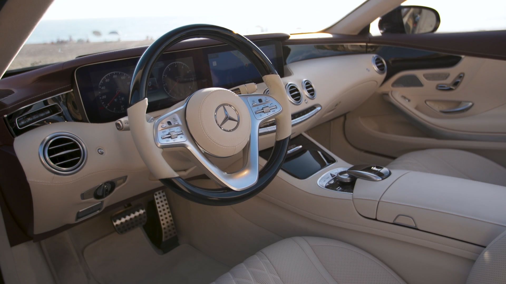 The new Mercedes Benz S 560 Cabriolet Interior Design in Blue metallic