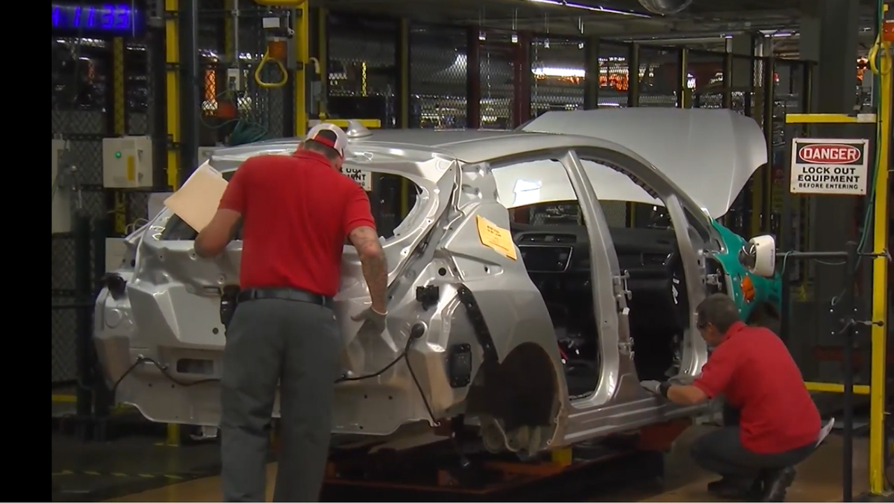 2018 Nissan LEAFs being built in
