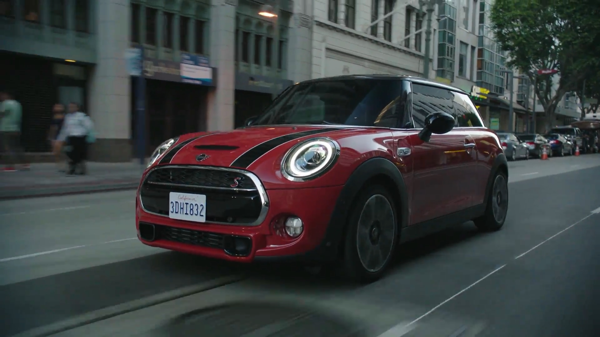 The new MINI 3 door Driving Video